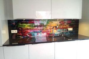 Küchenrückwand aus Glas als Spritzschutz